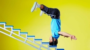 Video: Chinese man climbs stairs on his head for world record attempt